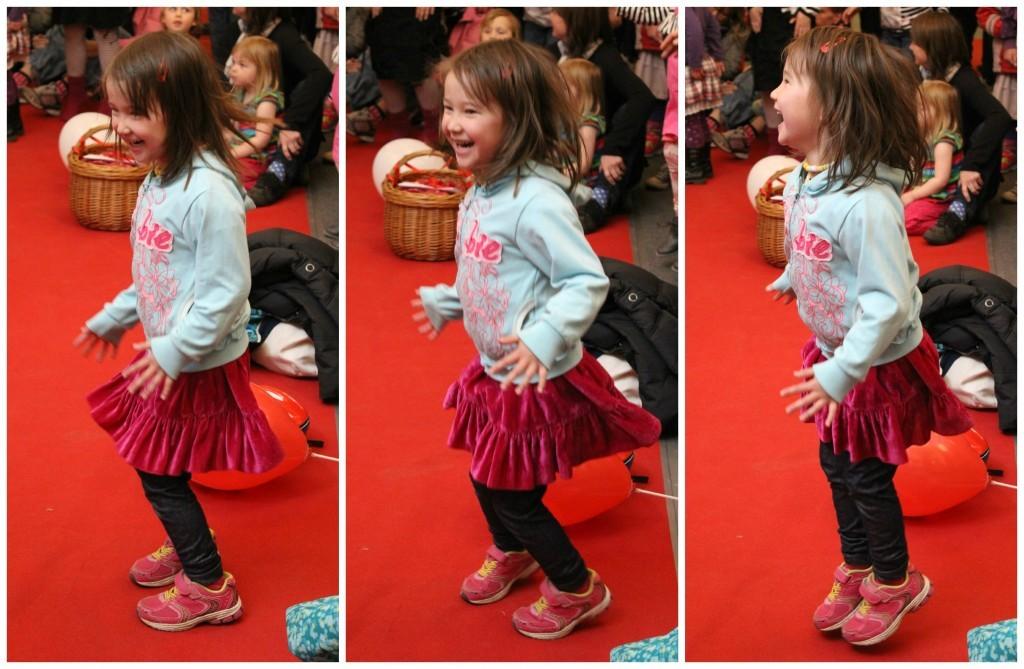 Dansande barn gånger tre