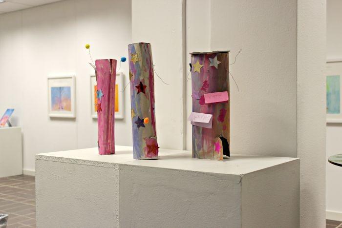 Träd skapade till utställningen om bilderboken Vi blåste bort ibland av Viveca Sjögren.