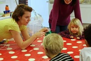 Workshop Eva Johanna visar lampor